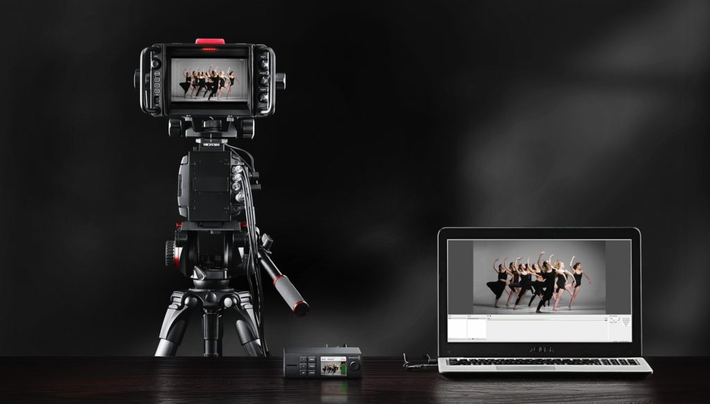 4o photonet special day comart blackmagic web presenter